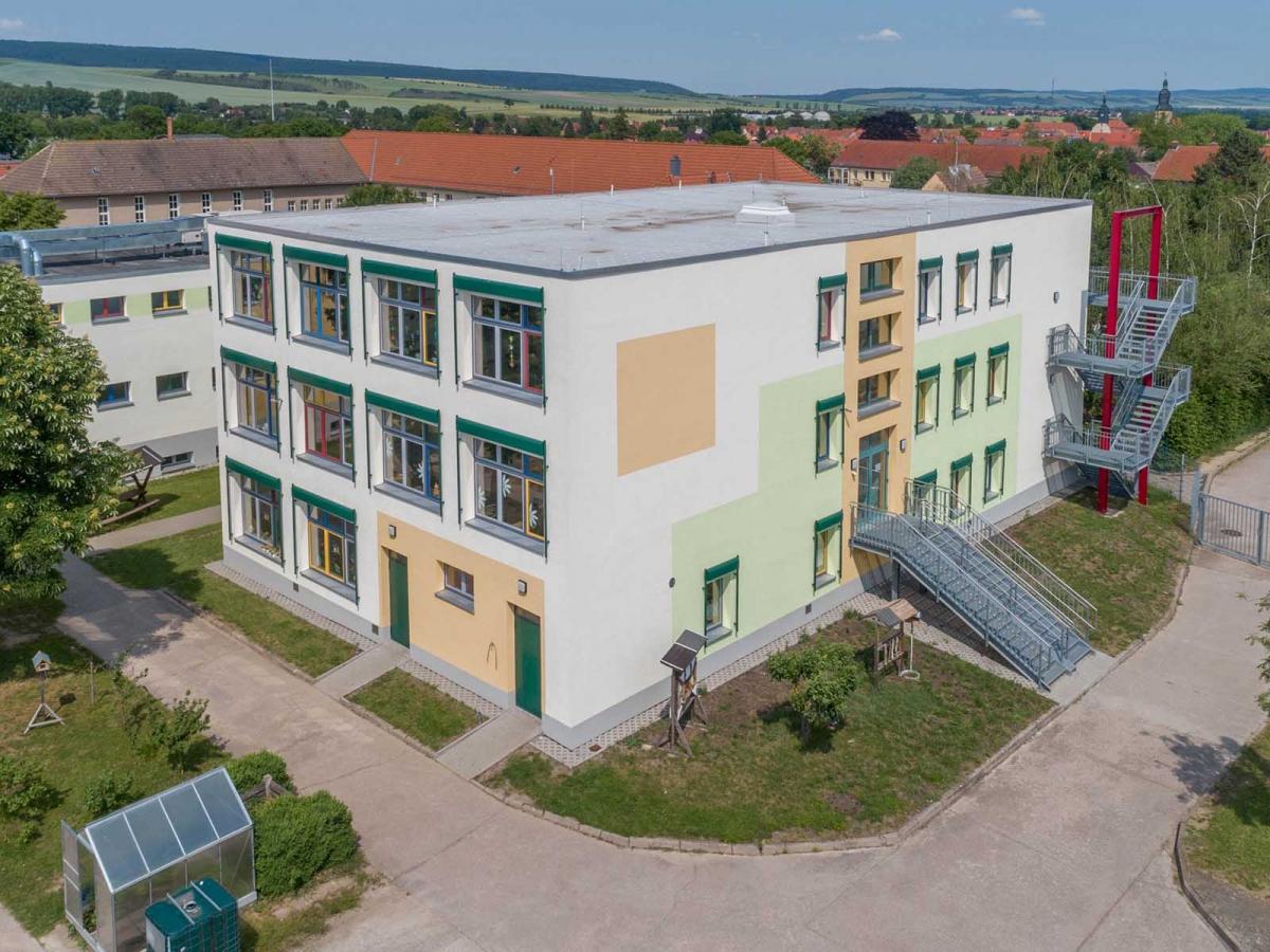 Fassadensanierung und Neubau Fluchttreppe, Wippertal-Grundschule, Kindelbrück