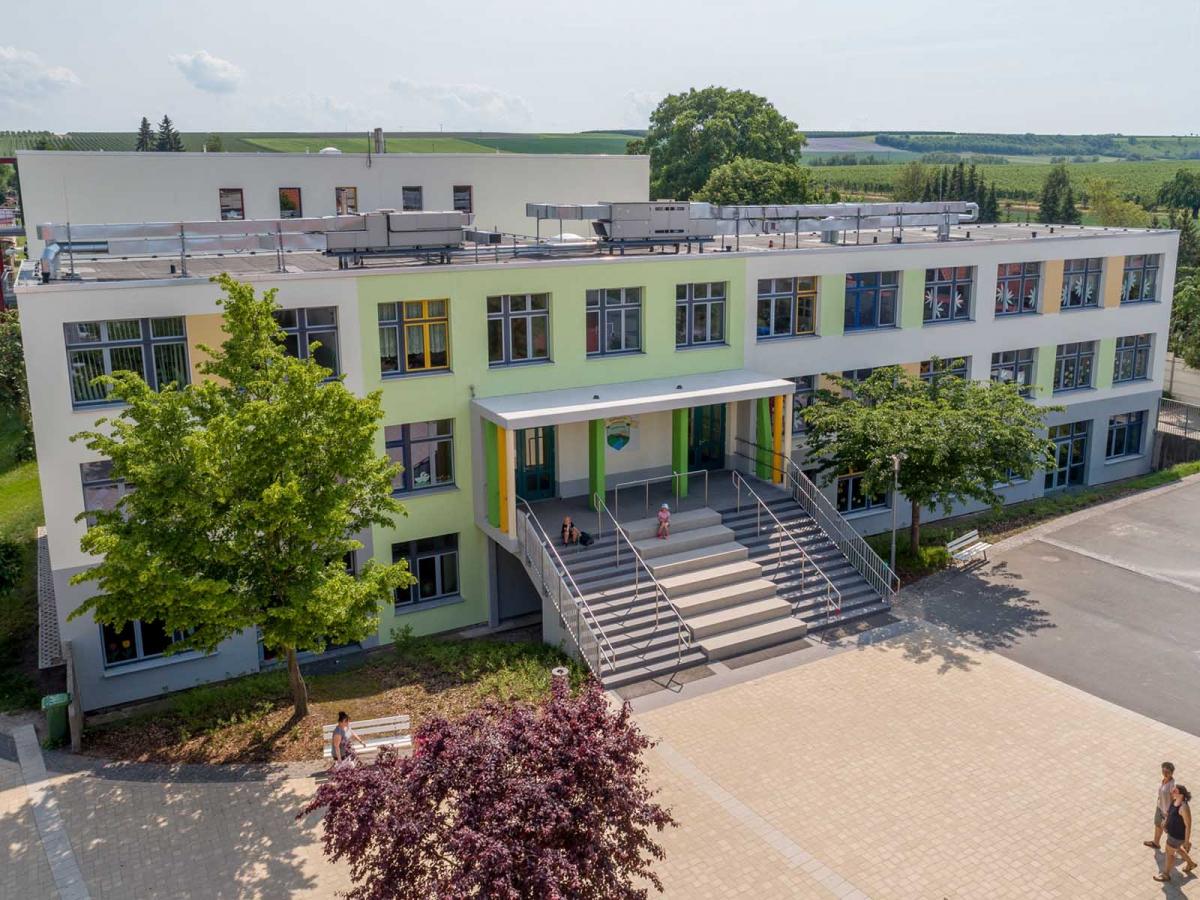 Fassadensanierung und Neubau Eingangsanlage, Wippertal-Grundschule, Kindelbrück